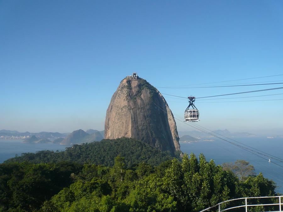 Sugarloaf_mountain_in_Rio_de_Janeiro-900x675